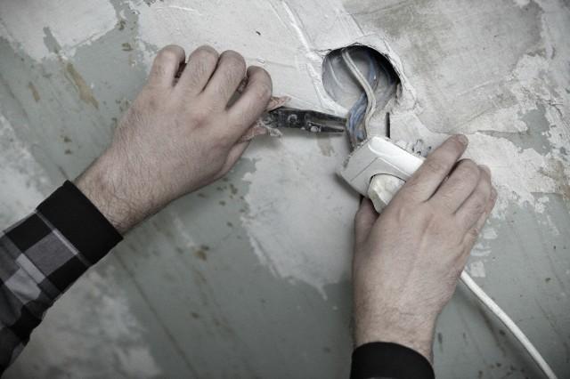 Живем в муниципальной квартире, кто должен делать нам ремонт?